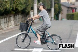 電動自転車に乗るビートたけしの妻