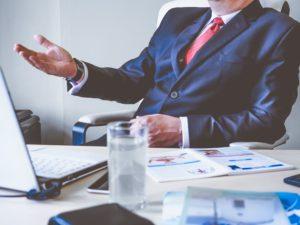 ビジネスマンの仕事風景の画像