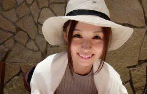 帽子を被った河村和奈