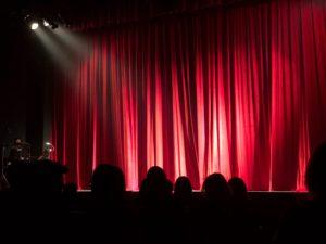 映画館の垂れ幕の画像