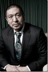 エトロのネクタイを着用した松本人志
