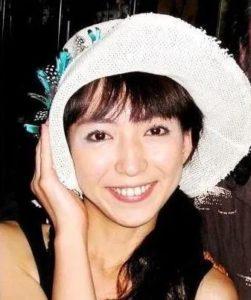 白い帽子をかぶった酒井莉加