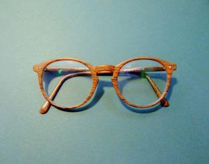茶色のメガネ