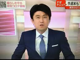 ブルーのワイシャツを着た藤井貴彦