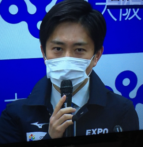マスクをつけた吉村知事