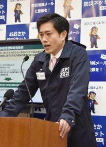 記者会見をする吉村知事