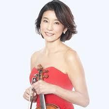 赤いドレスの高嶋ちさ子
