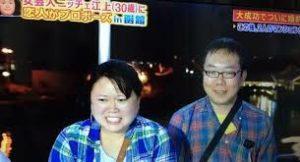 テレビ番組に出演する江上敬子とヒロユキ