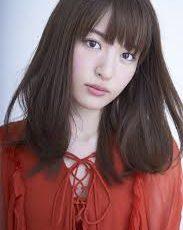 赤い服を着た小松未可子