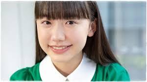 緑の服を着た芦田愛菜