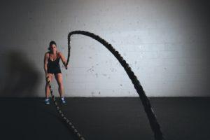 クロスフィットをする女性