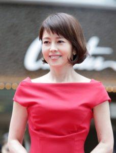 赤い服を着た沢口靖子