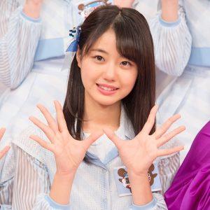 両掌を広げる瀧野由美子