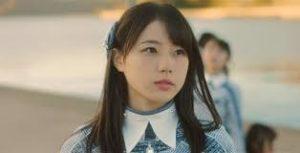 斜め上を見る瀧野由美子