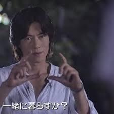 手話の演技をする豊川悦司