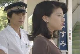 駅員の格好をした豊川悦司