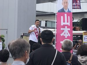 演説中の山本太郎
