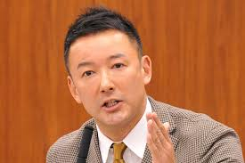 マイクの前で話す山本太郎
