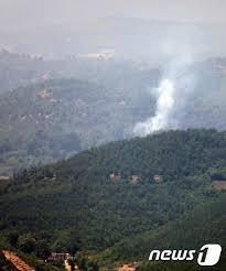 白煙が上がる北朝鮮の山