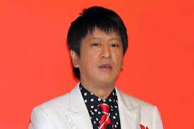 水玉のワイシャツを着たブラマヨ吉田