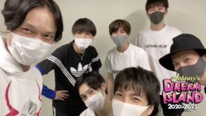 マスクを付けた重岡大毅とジャニーズWESTのメンバー