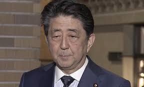 疲れた表情の安倍首相
