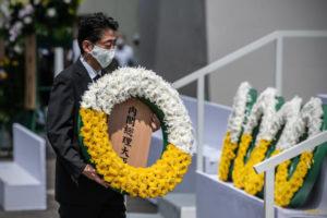平和記念式典に参加した安倍首相