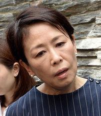 機嫌が悪そうな顔をした安藤裕子