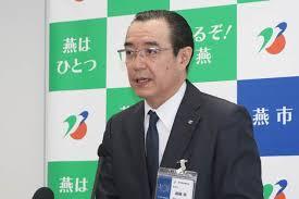 会見をする遠藤浩教育長