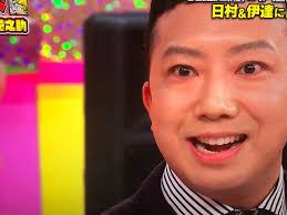 目が笑っていない伊佐山部長