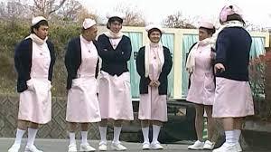 ナース衣装を着たガキ使メンバーの5人