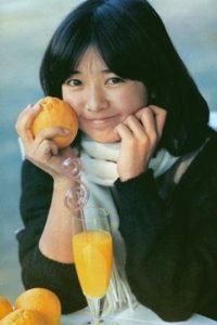 オレンジを持った若い頃の宮崎美子