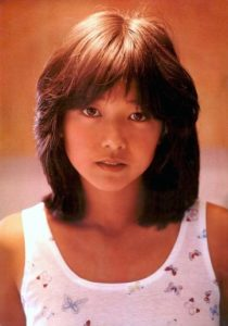 タンクトップを着た若い頃の宮崎美子