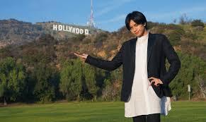 ハリウッドで写真を撮る中島健人