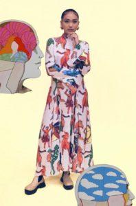 ステラマッカートニーのワンピースを着た女性