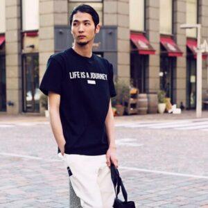 Tシャツ姿の米倉強太