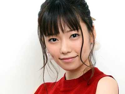赤い服を着た島崎遥香