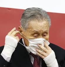 マスクをつける森喜朗
